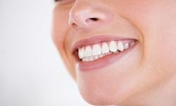 causas de mau hálito na boca