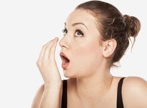 como acabar com mau cheiro na boca