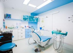 plano odontológico com implante dentário
