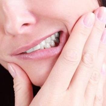 Bochecho para dor de dente inflamado